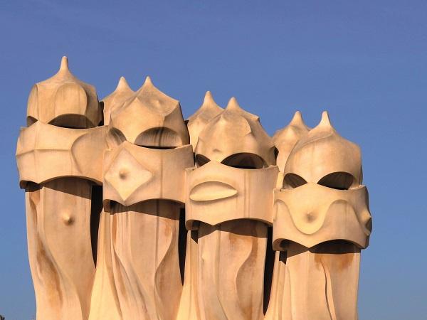 Particolare-dei-comignoli-di-Casa-Mila-Barcellona-Gaudi